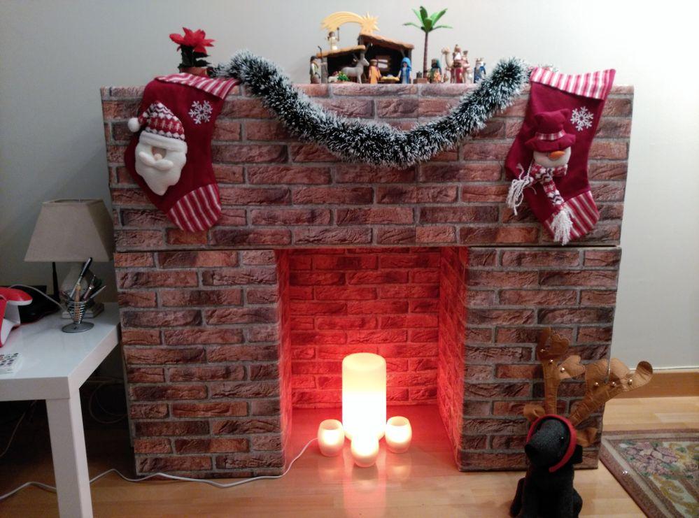 Chimenea de cartón navideña