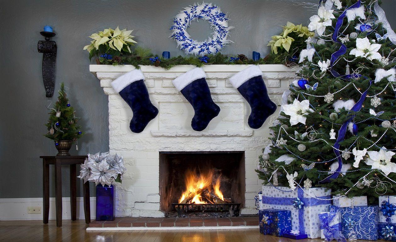 Decoración color azul y plata para chimenea