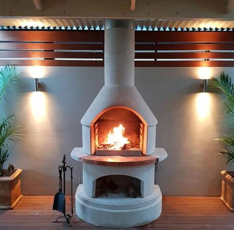 chimenea con horno hecha de barro