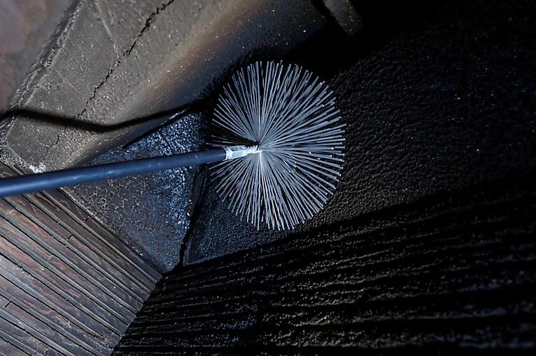 Deshollinando chimenea